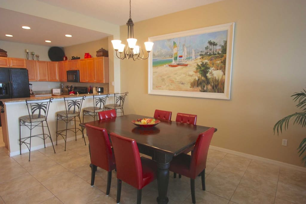 Open Dining Area with Seating for 6-Enjoy a savory meal while gazing out into the Amazing Intercoastal Waters of Clearwater.