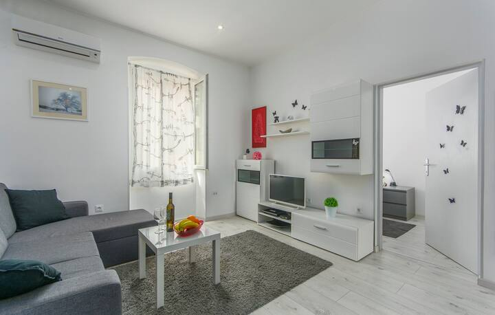 Modern Two-Bedroom Apartment Eva in Porec Centre