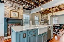 Spacious kitchen!!!