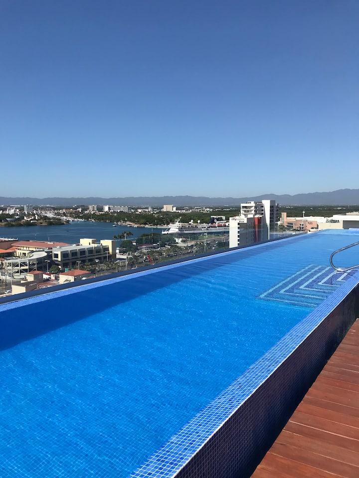9th floor ocean view with roof top pool