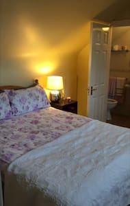 Spacious Double Room with En-suite - Galway