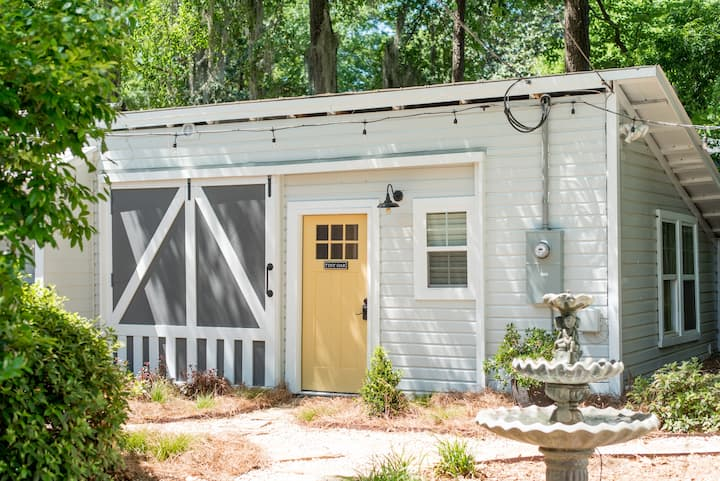 Tiny Oak Cottage in Historic Downtown Summerville