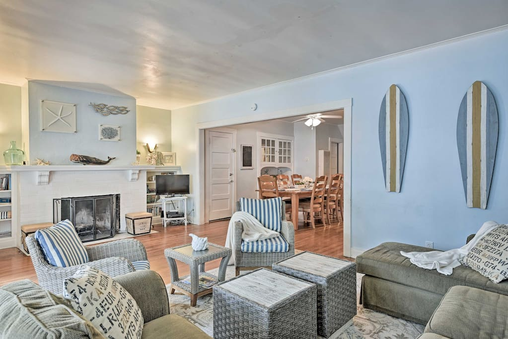 The property has 1,500 square feet of nautical living space.