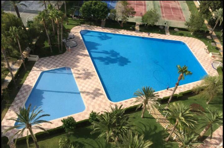 Tres dormitorios  a pie de playa, piscina y garaje