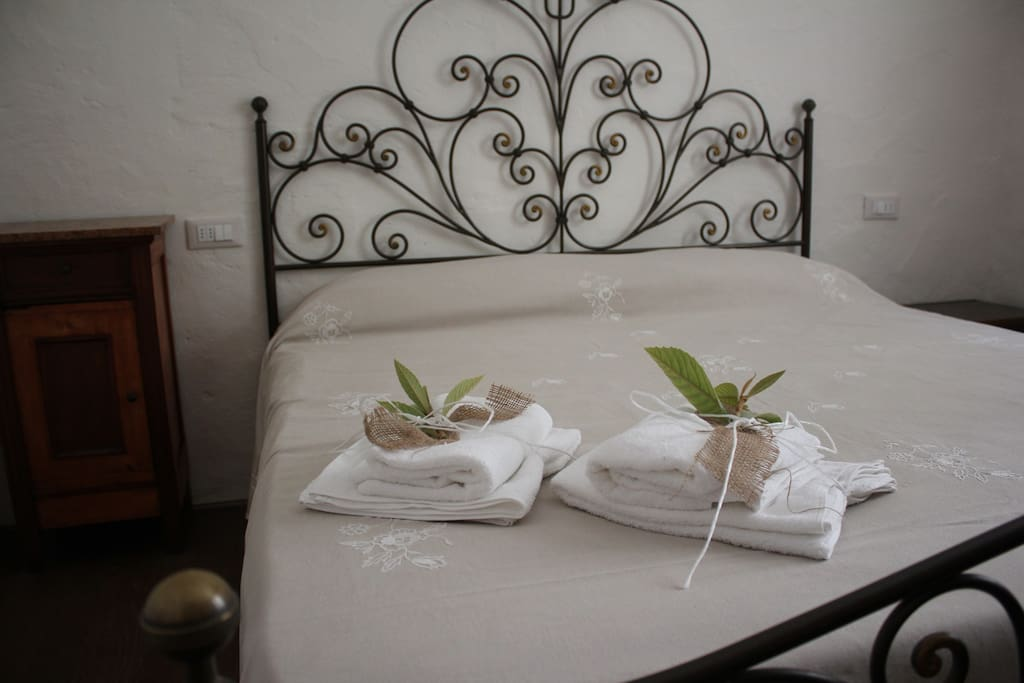"Bedroom ""Il Cortile"". Towels included"