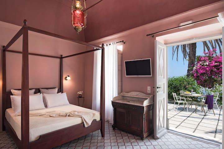 Dimael Mansion Red Classic Suite