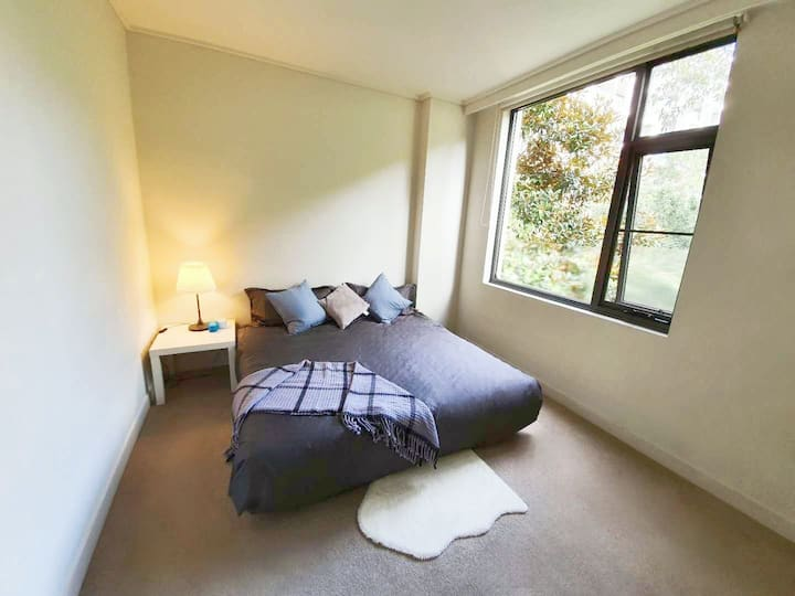 [Rhodes] Min 4 wk stay FEMALE ONLY private rm&bath