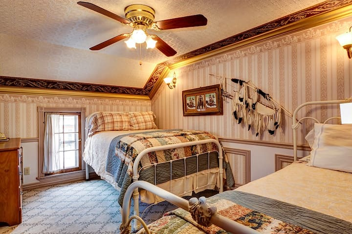 Charming B&B Family Suite In Historic Frisco CO! - Frisco - Bed & Breakfast