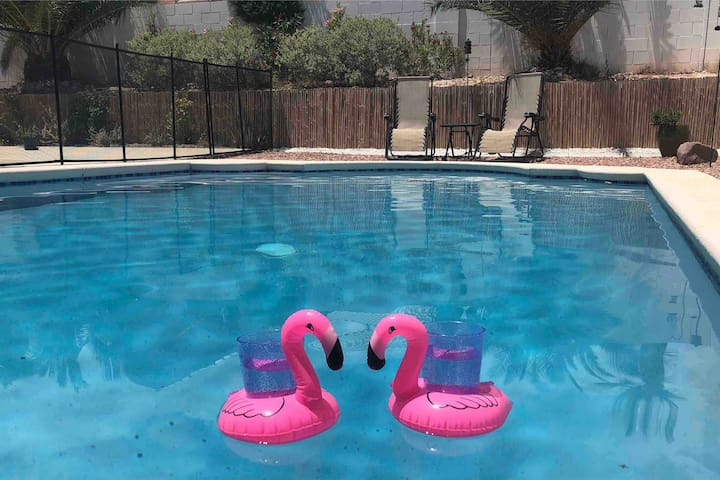 Beautiful 3br with pool, 15 min from the Strip!