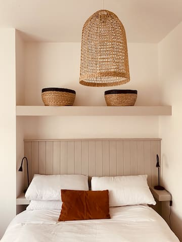 Neutral decor for a relaxing feel