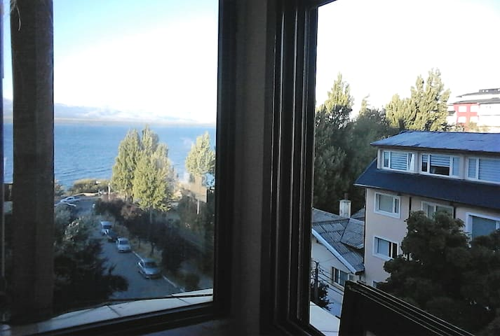 Downtown apt 1bdr. View. Max 4pax. 100m from lake