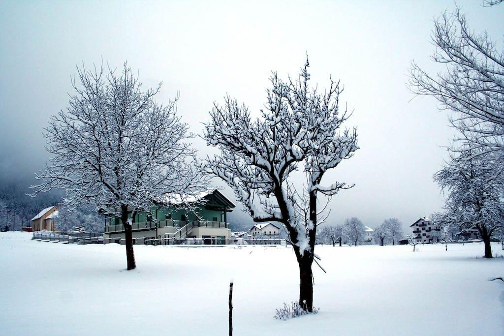 Agriturismo dopo una nevicata