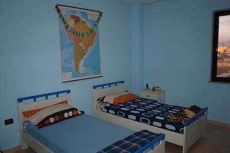 Room for Rent in Friendly Neighborhood - Tiranë - アパート
