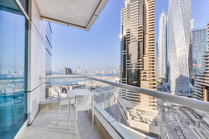 Casa Marina btw. JBR Beach & Dubai Marina Walk