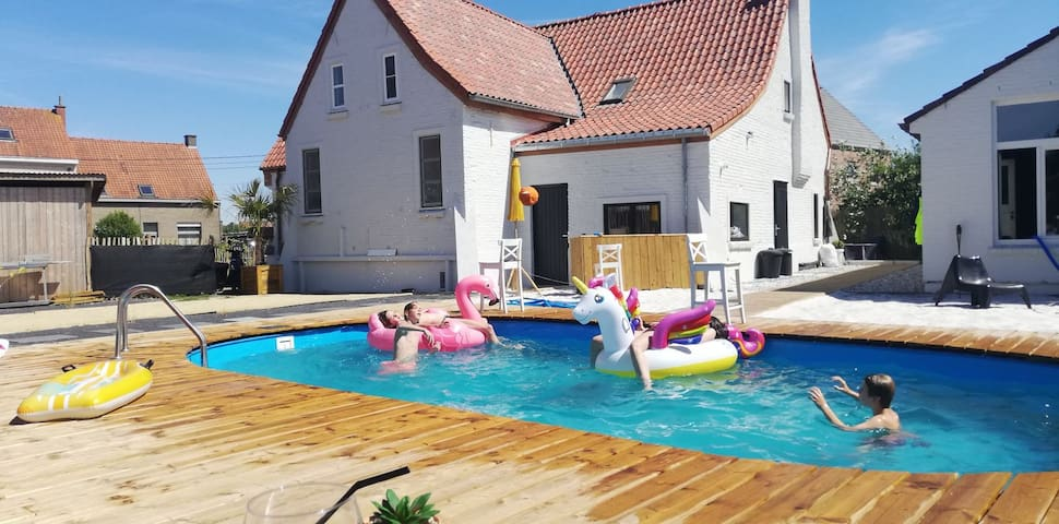 Privé Poolhouse #chillen aan het zwembad!