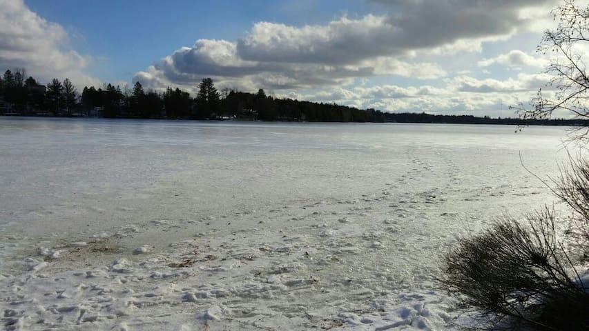 Magnifique chalet au bord du Lac Miroir - Bishopton - Casa