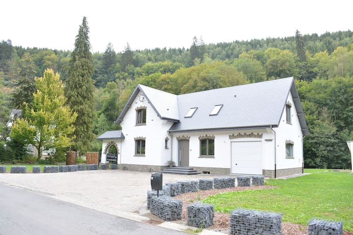 Beautiful Villa in Houffalize with Garden