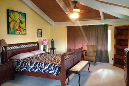 North Shore Kauai Master Bedroom - Kilauea