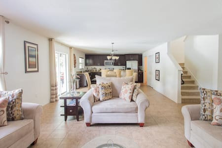 Cozy 3 bedroom with swimming pool - Clearwater