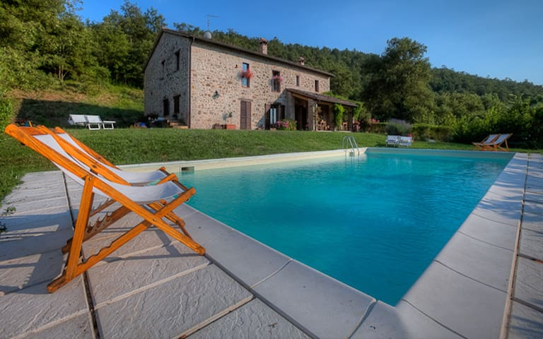 Family Holiday Home with pool - San Venanzo (Terni) - วิลล่า