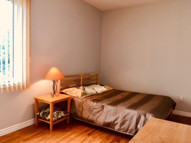 Vaughan Bright & Spacious Bedroom #3