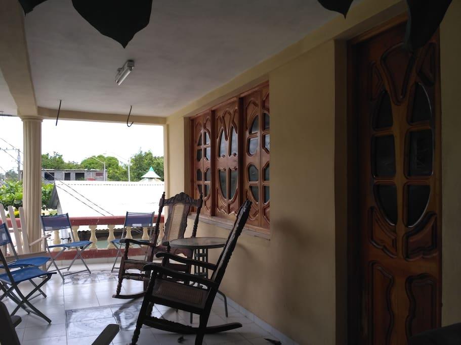 Una agradable terraza para conversar acompañado de un buen café