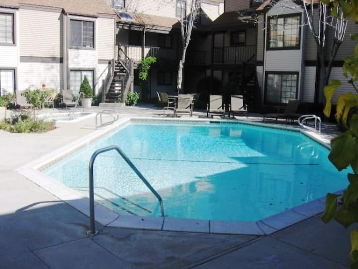 Lake Arrowhead Village Condo