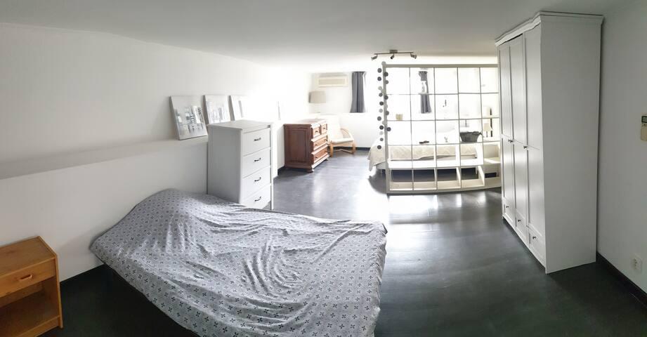 Très grande chambre avec 2 lits 2 places