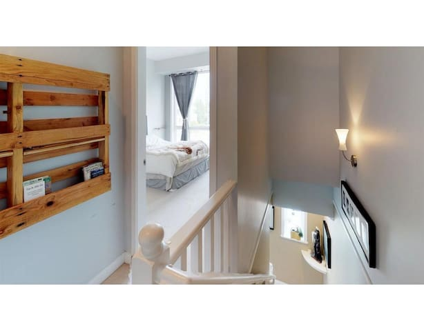 Upstairs bedrooms entrance
