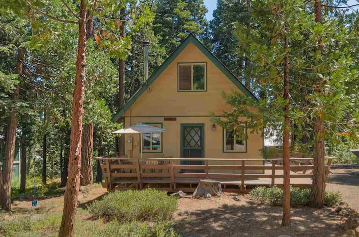 Cozy Cabin: border of Tahoe City and Carnelian Bay
