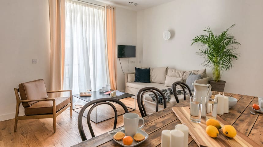 Spacious apartment near Madeleine
