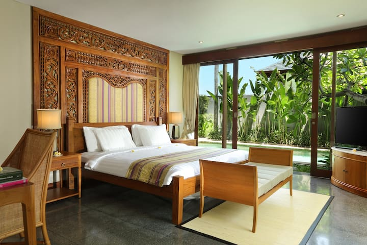 BEDROOM 2 - with private pool