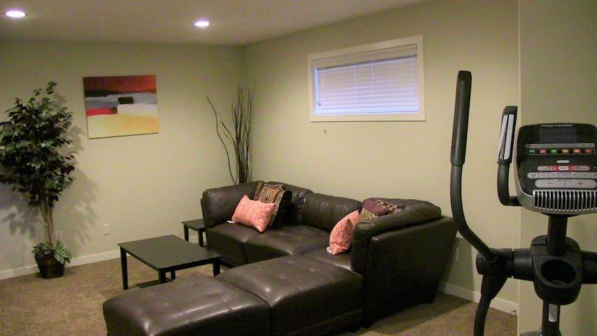 Upscale Basement Suite in BlackWolf Leth - Lethbridge - Apartment
