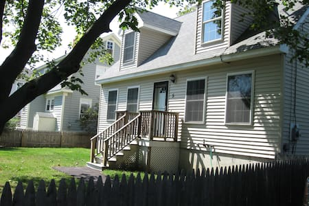 Large home close to everything! - South Portland - Maison