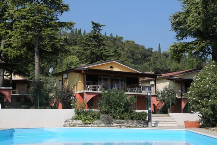 Villetta Trilocale 6 posti diretta a lago