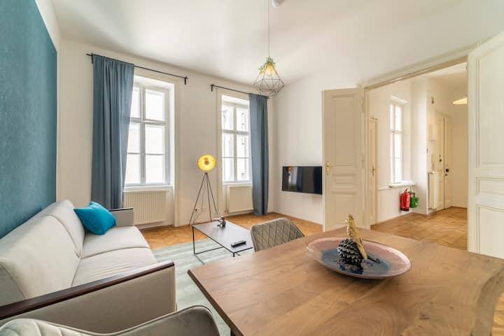 Generous Apartment next to the Mariahilferstraße