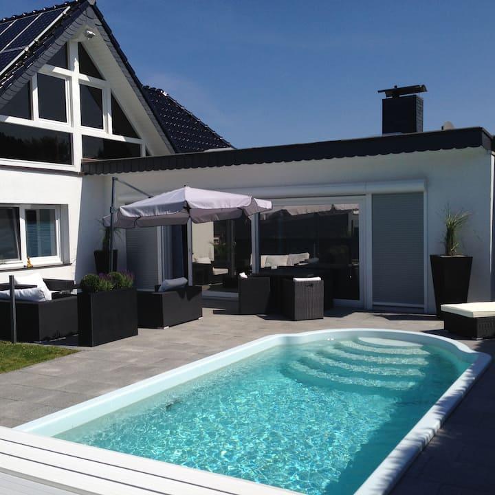Luxus Villa  Pool in TopLage Wuppertal Düsseldorf
