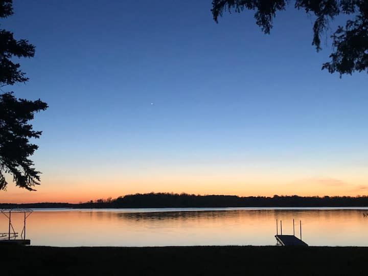 Detroit Lakes family cottage with ideal beach!