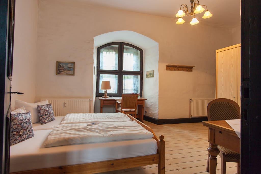 Burgzimmer im Torhaus der Schaumburg