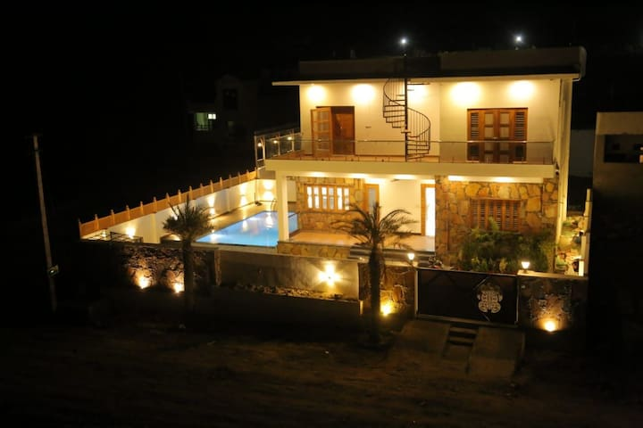 2 BHK Villa W/Pvt Pool+Garden+hill view@ Udaipur