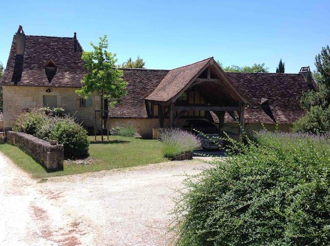 Maison de charme dans hameau isolé du XVII°.