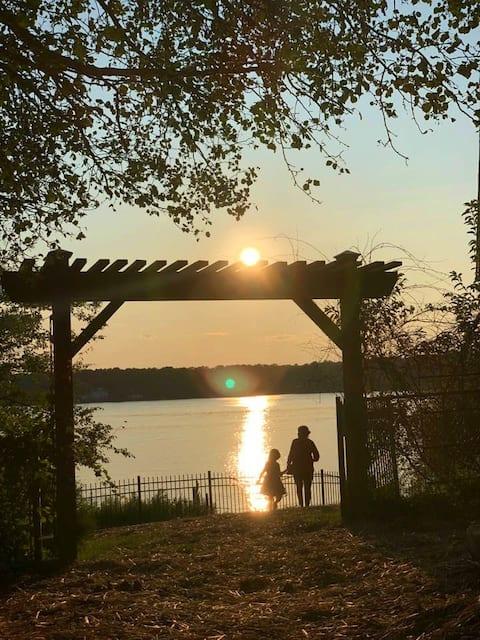 Perfect Family Getaway. Lakefront/Boating/Fishing.