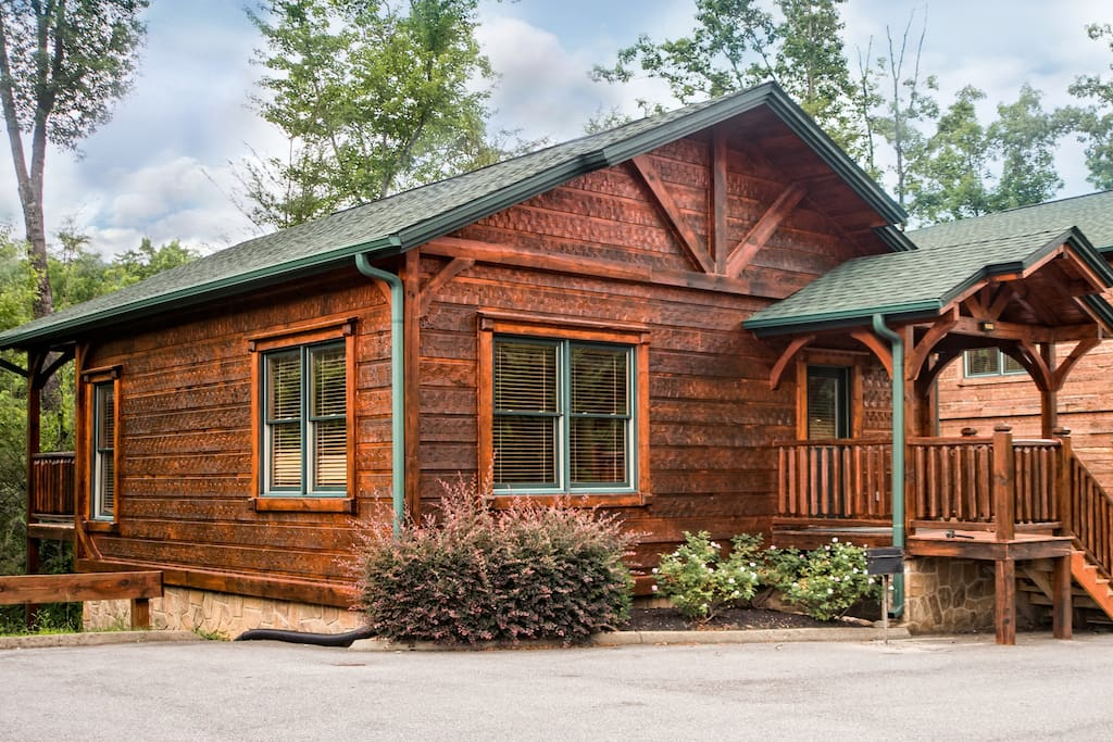 Luxury 1 Bedroom 2 Bath Cabin In Gatlinburg Falls Cabins For Rent In Gatlinburg Tennessee