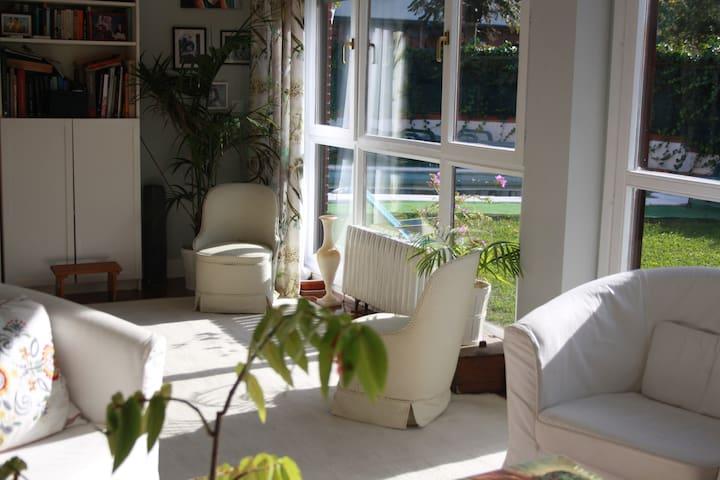 Casa + piscina bien comunicada con Bilbao y playas - Berango - House