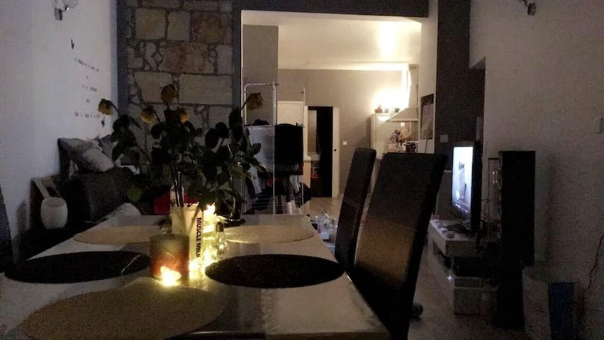 Une petite maison accueillante ☺ - Portets - Talo