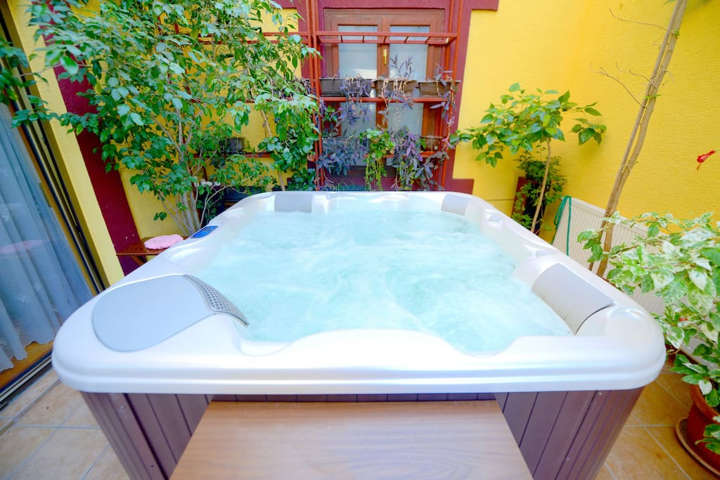 Daisy Apartment - Terrace with Jacuzzi