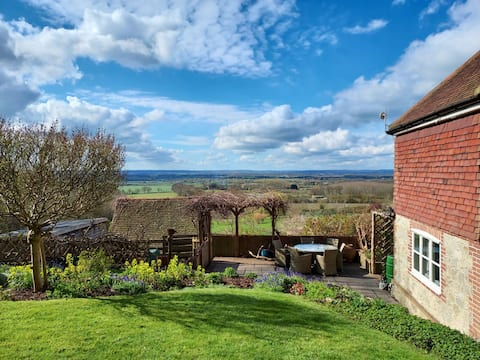 Your getaway cottage with Weald of Kent view