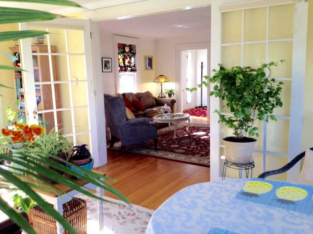 Beautiful Historic Home -Large Private Guest Space - Brunswick - Hus