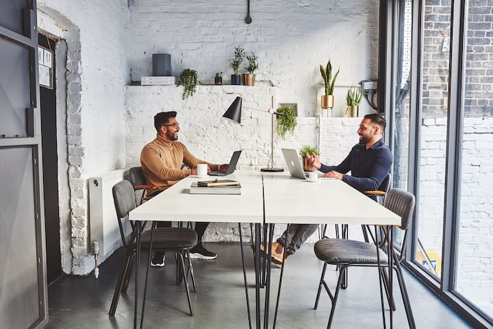 Studio 6 Apartment with CoWorking Access