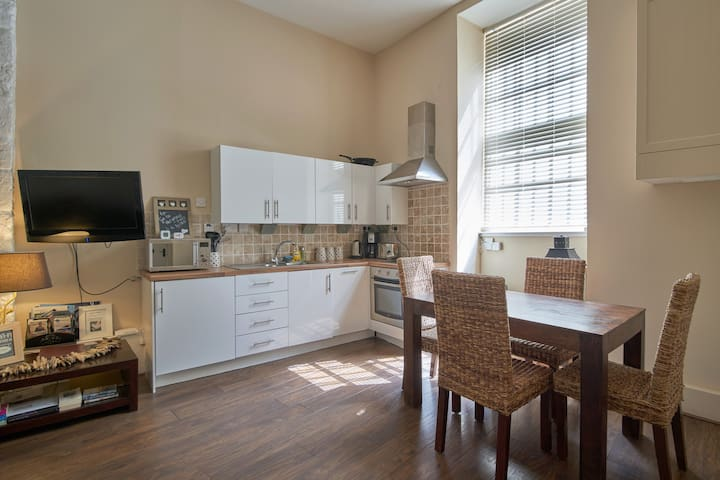 Quirky Scottish apartment on the Royal Mile!